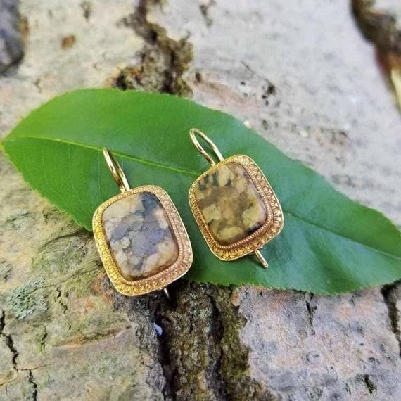 Antique Victorian 14k gold brown agate jasper hardstone pierced locking kidney wire earrings