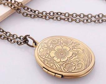 Oval Locket Vintage Style