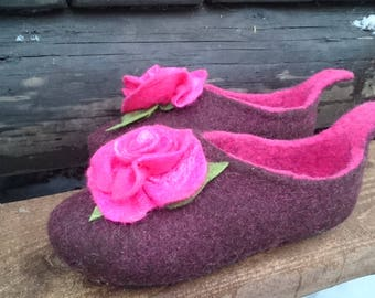 Felt slippers-slippers with roses-women slippers-gift for her-woolen clogs-rese slippers