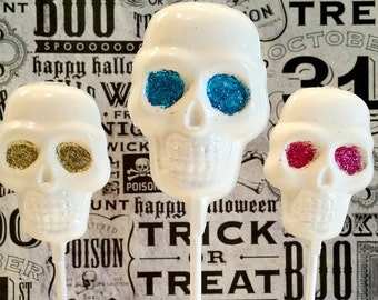 Chocolate SKULL Lollipops. Skeleton lollipops. Spooky treats. Sugar skull treats. Skeleton treats. Skeleton chocolate. White chocolate lolly