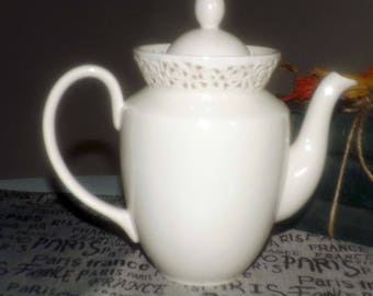 Vintage (c. mid-1990s) Godinger & Co. Cream Lace tall teapot | coffee pot. All-cream with pierced, lace-like border. Internal strainer.