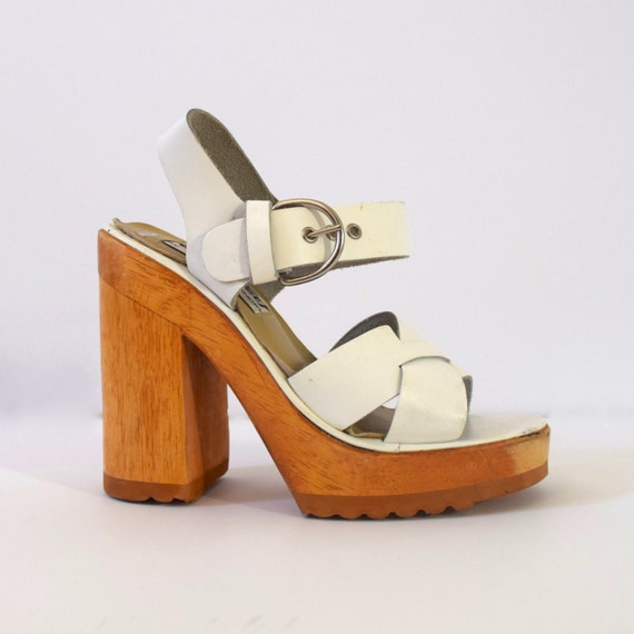 Vintage 90s does 70s Chunky White Leather and Wood Platform Sandals (size 5)