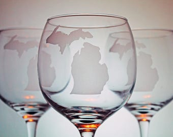 Michigan Outline - Glassware - Pure Michigan - State Pride - Mitten State - Gift Ideas - Gifts for him and her - Home