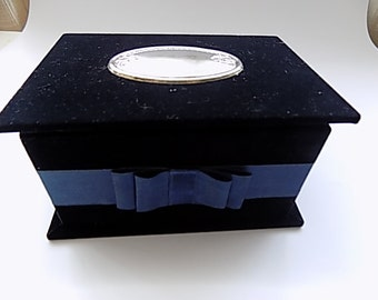 Jewelry box in blue velvet with vintage silver