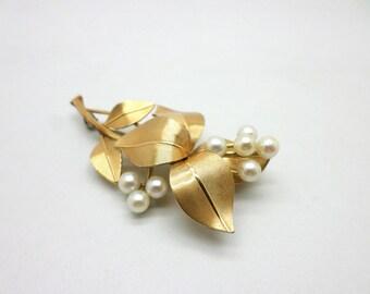 Vintage Krementz Faux Pearl Gold Toned Metal Pin Brooch