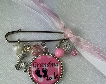 Grandma to be Baby Pin Brooch, Personalized Baby Shower Gift, Baby Shower Accessory