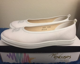 1990s No excuses ladies slip on shoes. Size 8, made in usa