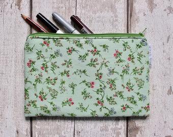 Vintage Pencil Case. Back To School. Green Pencil Case. Vintage Gift For Her. Floral Pencil Case. School Accessories. Pencil Holder.