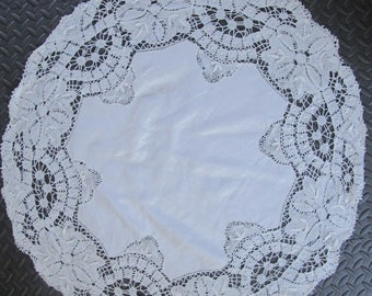 "33"" Round Pristine White Linen Tablecloth Table Topper Hand Crochet Tape Lace"