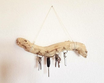 Key ring / jewelry holder made of natural Driftwood