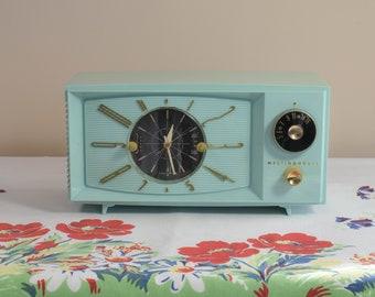 Mid-Century Westinghouse AM Tube Type Clock Radio Mod. H-671T5 - c. 1958