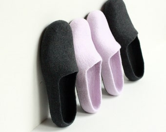 Slippers for Her and Him, 2 pairs of felted wool slippers, women men dark grey and dusty lila slippers, Christmas gift, felt wool clogs filz