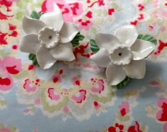 Vintage white flower clip on earrings.