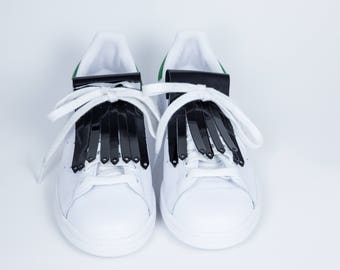 Fringe in Black patent leather shoe laces
