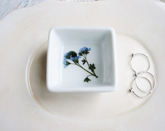 Forget Me Not Ceramic Dish, Blue Pressed Flowers Jewelry Dish, Wedding Ring Dish, Modern Jewelry Storage, Small Bowl, Jewelry Holder