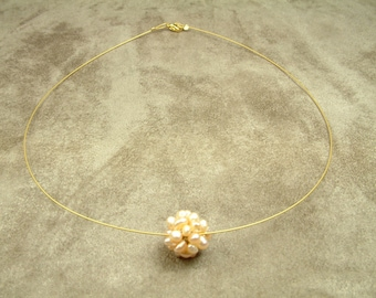 Wire Necklace with Pink Pearl Cluster Ball (Κολιέ από Ατσαλόσυρμα με Ροζ Μαργαριταρένια Μπάλα)