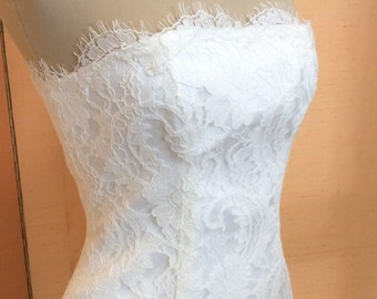 Strapless bridal gown made of lace, colour ivory