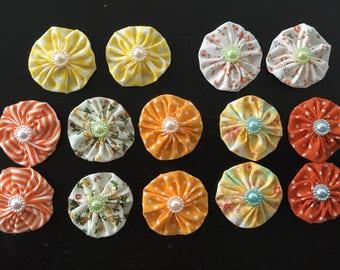 14 fleurs kanzashi,fleur en tissu ,yoyo,pour customiser vos créations,embellissement ,barrette,broche ,scrapbooking,fleur ,tissu ton jaune