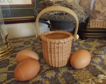 Small One Egg Nantucket Swing Handle Basket Vintage Excellent Condition