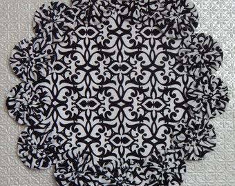 """Black and White Damask 8.5"""" Yo Yo Doily"""