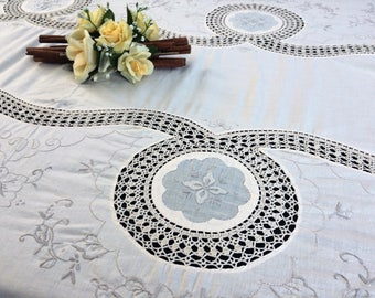 Crochet Tablecloth. Lace Tablecloth. Embroidered Banquet Tablecloth. Vintage Embroidered Ivory Linen Tablecloth with Crochet Lace RBT3010
