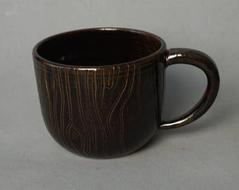 Brown wood-patterned mug -- Handmade stoneware ceramics