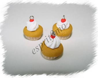 """""""Rum baba"""" charm in polymer clay"""