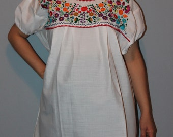 Small White Hippie Style Peasant Tunic Mexican Hand Embroidered Blouse Top Elastic Arms