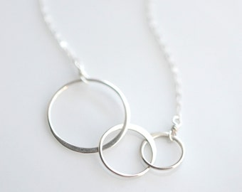 Sterling Silver Interlocking Circles Necklace - Everyday Minimalist Necklace - Silver Circle Necklace - Minimal Circles Necklace