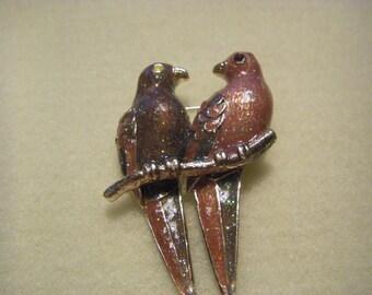 """Vintage """"Love Birds"""" pin in glittering enamel (P-11)"""
