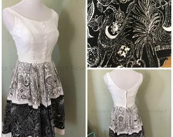 1950s VICKY VAUGHN Border Print Fit and Flare Sleeveless Summer Dress Farm Novelty Print-XS