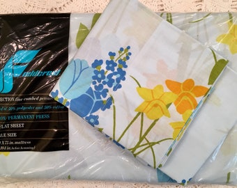 SALE Vintage Fieldcrest Full Sheet Set - Fine Combed Percale - Perfection - Percale Sheet - 1970s Bedding - Blue Green Tulips Daffodils NOS