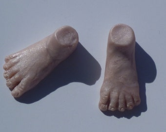 Pair of feet cabochons