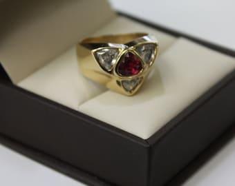 Unique ring, 14k yellow gold Trillion diamonds / Ruby 1 ct,  9,4 gr , size 7