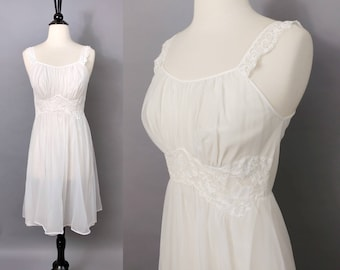 vintage 60s white lacy goddess nightgown || 1960s nylon chiffon floaty angel short nightie nighty || bridal lingerie || Vanity Fair xs 32