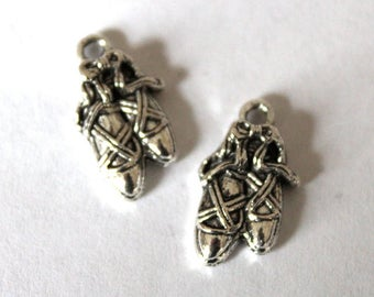 5 Silver Ballet Slipper Charms/Pendants  S-054