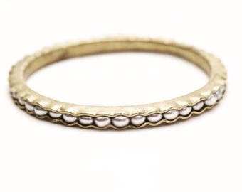 Silver bracelet with grey pearls