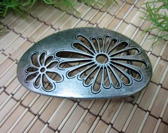 Flower Belt Buckle, Silver Tone Metal Playful Fun Flowers Cutout Organic Shape Antiqued Dark Look Flower Power Vintage FREE SHIPPING (601)