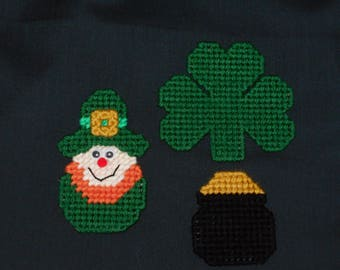 Plastic Canvas St. Patrick's Day magnets