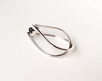 Cocteau-02: ring drop silver wire and enamel. Triangle. Geometric.