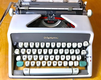 1963 Olympia SM7 DeLuxe - Working Manual Portable Typewriter