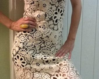 The dress is crocheted, Irish lace. Irish knitting.