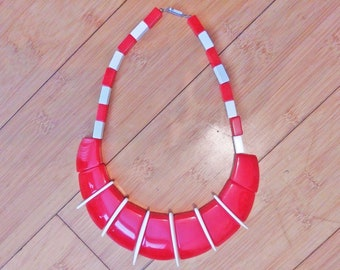 Vintage 1970 Rectangle Cube Geometric Shape Plastic Bead Red & White Beaded Necklace