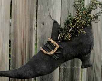 Edna Nettle's Shoe. A primitive Folk Art Pattern from Raven's Haven