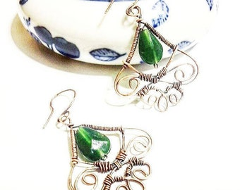 Copper wire earrings with green drop stone