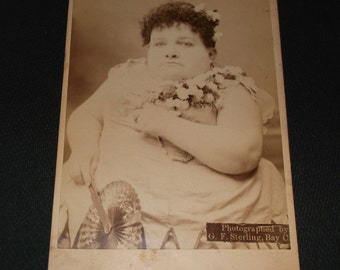 Barnum circus sideshow freak, Carrie Akers the fat Midget. Rare Cabinet Card.