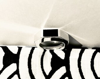 Silver ring set with an Onix