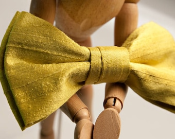 Bright yellow taffeta bow tie, with brooch or collar, suitable for parties