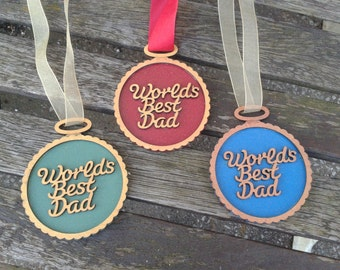 WORLD'S BEST DAD - hanging medal wall plaque. Ideal Father's Day gift