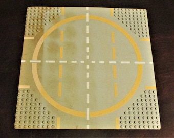 Vintage Lego 32 x 32 Baseplate, 9-Stud Landing Pad with Yellow Circle Pattern, 6099p03
